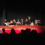 """Predstava """"Pozdravi nekog"""" predstavljena publici u Tuzima"""